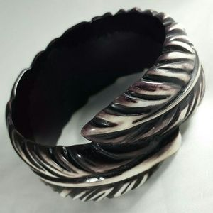 Vintage Bakedlite Feather Bangle Bracelet